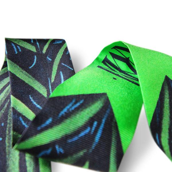 packshot3 fetiche a nouer soie made in France maison fétiche palm green bracelet foulard twill a nouer palmier vegetation
