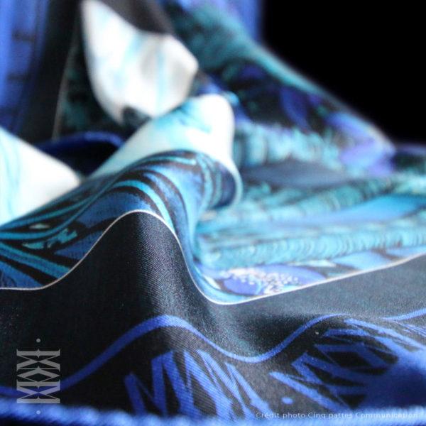zoom1 detail carré foulard soie roulotté made in France maison fétiche La cour