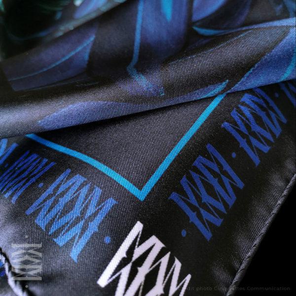 zoom1 detail carré foulard soie roulotté made in France maison fétiche Le messager