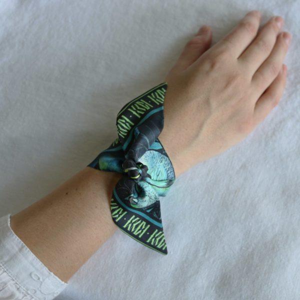 ruban de soie imprimé Maison Fétiche amazone perroquet jungle nuit turquoise