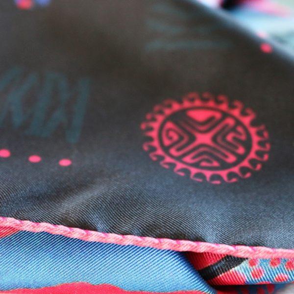 zoom10 carré foulard soie roulotté made in France maison fétiche La danse n2 pink 90x90 1
