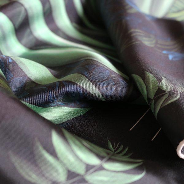 zoom2 carré foulard soie roulotté made in France maison fétiche Profondeur 90x90 1