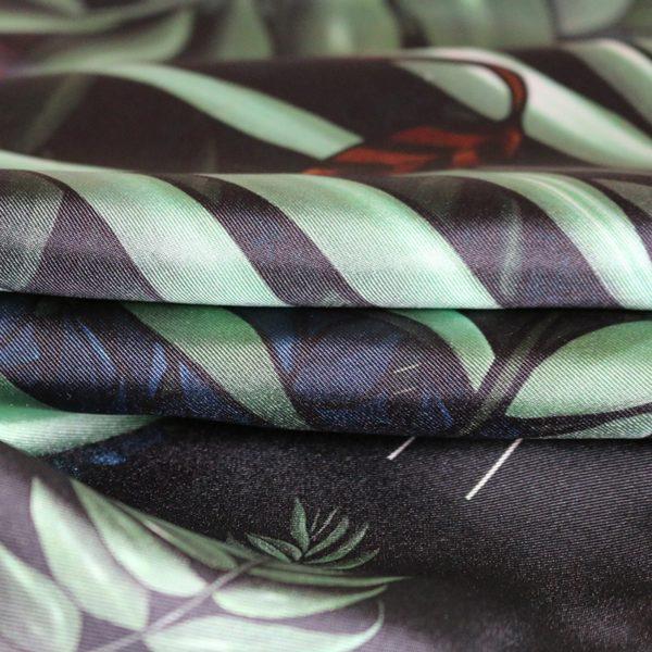 zoom3 carré foulard soie roulotté made in France maison fétiche Profondeur 90x90 2