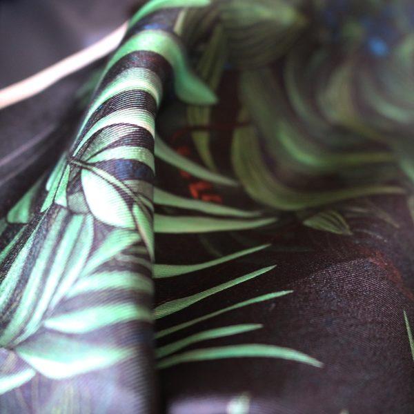 zoom3 carré foulard soie roulotté made in France maison fétiche pochette Profondeur 30x30 1
