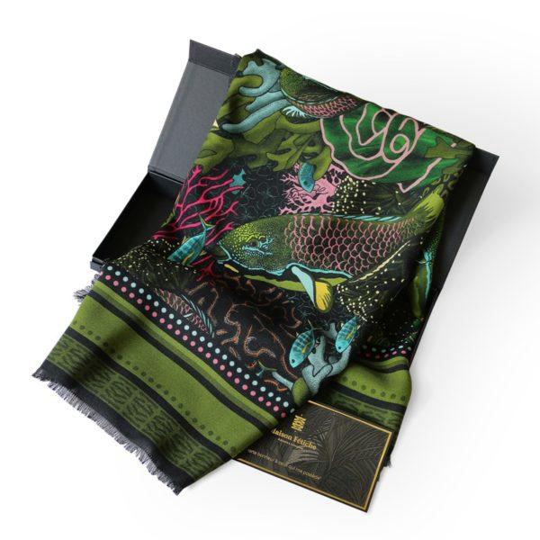 foulard carré laine soie finition frangée Maison Fétiche la Danse Allure poisson perroquet corail kaki fuchsia bleu orange noir 120 x 120