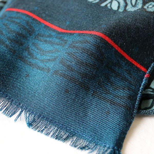 chèche laine soie finition frangée roulottée Maison Fétiche La danse bleu corail poisson perroquet 70 x 185