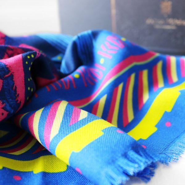 étole chèche laine soie finition frangée roulottée Maison Fétiche inuit electra flashy pop bleu fuchsia jaune 70 x 185