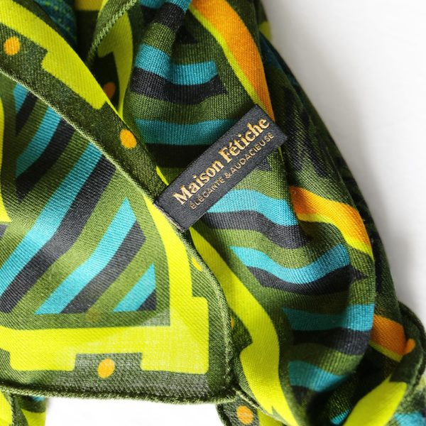 foulard carré laine soie finition roulottée Maison Fétiche kaki bleu jaune orange 120 x 120